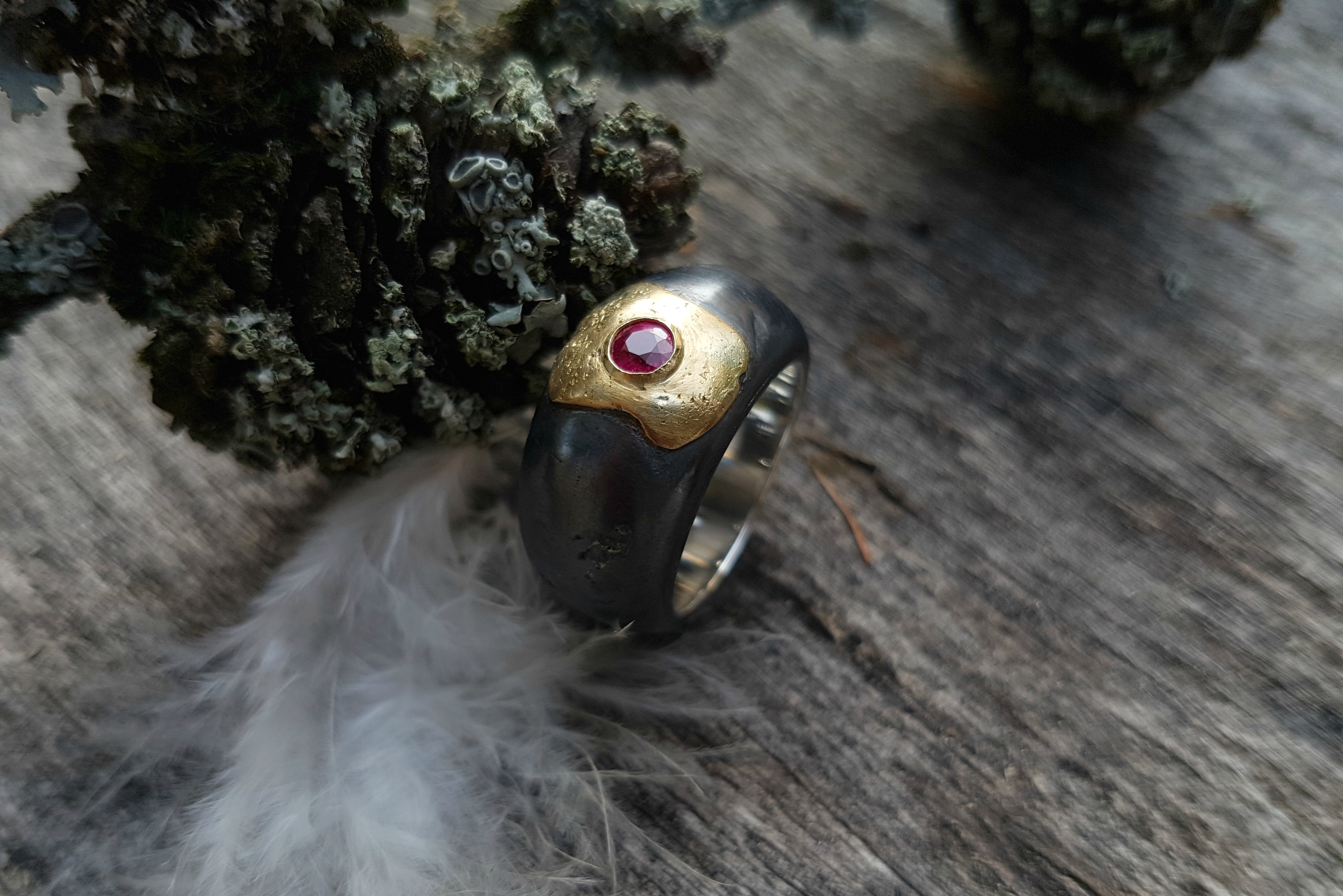 Carrousel-forge-antique-experimental-bague-or-rubis
